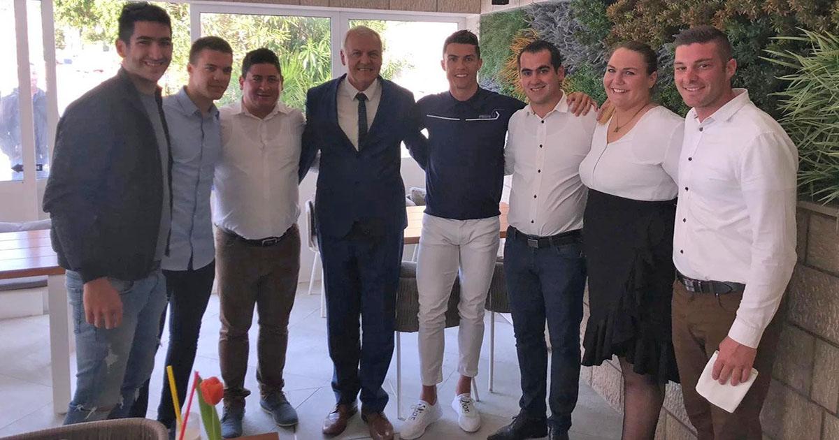 Cristiano ronaldo con personal de taberna Dubrovnik en  Croacia
