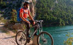 Rio Krka con bicicleta