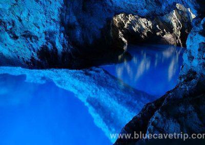 Interior de cueva azul 2